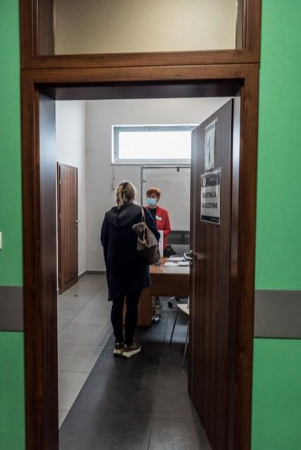 Rozpoczęcie pracy Punktu Szczepień Powszechnych w Kalwarii Zebrzydowskiej - 4 maja 2021 r. - fot. Andrzej Famielec - Kalwaria 24-03053