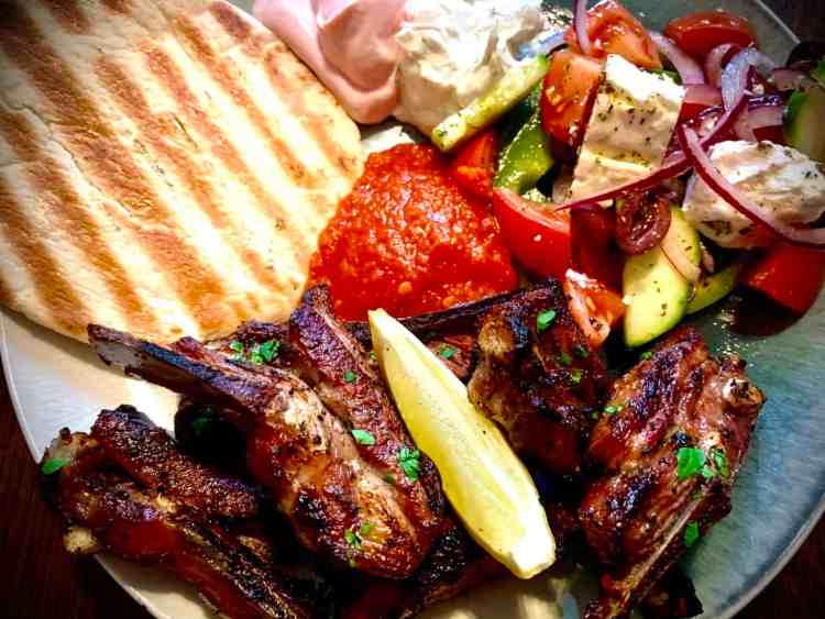 Simple Kebab Shop Chilli Sauce-serve