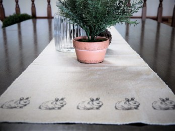 Easter-tablerunner-vignette