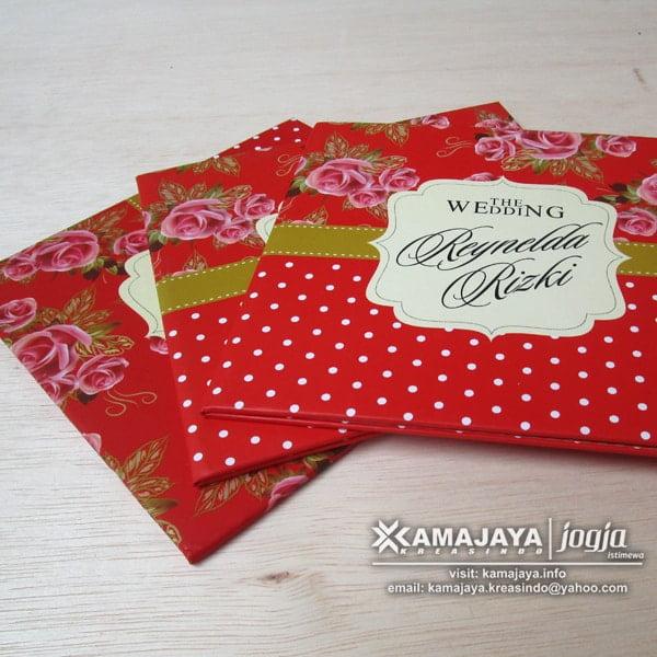 undangan hardcover warna merah isi reynelda rizky