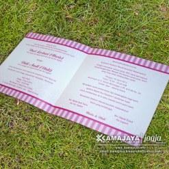 undangan pernikahan murah warna pink isi uwie didi