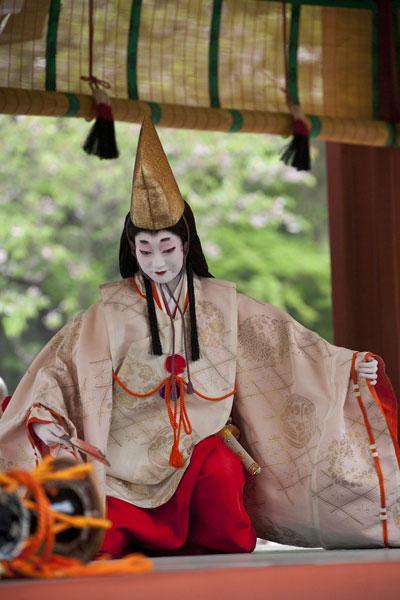 数年前に撮影した静の舞。本殿前の舞殿にて行われます。撮影協力:鎌倉市観光協会