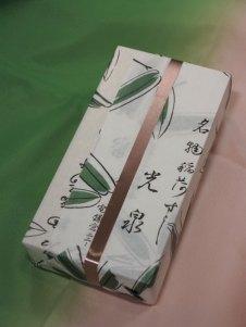 光泉のいなり寿司(持ち帰り)650円。いなり寿司に、かんぴょう巻とかっぱ巻が3個ずつついた巻物とのセットは650円。メニューはこのふたつ。