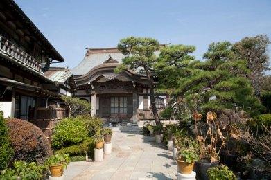 本龍寺境内。