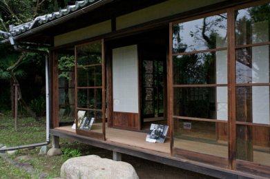 ヴィム・ヴェンダース監督は『東京画』において、小津作品への敬愛を込めて、この場所で笠智衆さんを撮影しました。