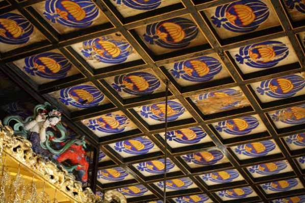 龍口寺本堂内、天上の装飾。※本堂内の撮影は許可を得て行っています。