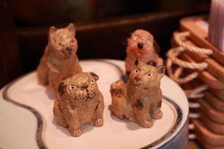 陶人形作家、ささきようこ作の小犬たち、一匹6,300円。