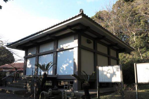 浄楽寺本堂裏の収蔵庫。運慶作の仏像が5体も安置されています。