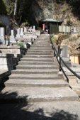 薬王寺本堂の左手を登ると釈迦堂があります。