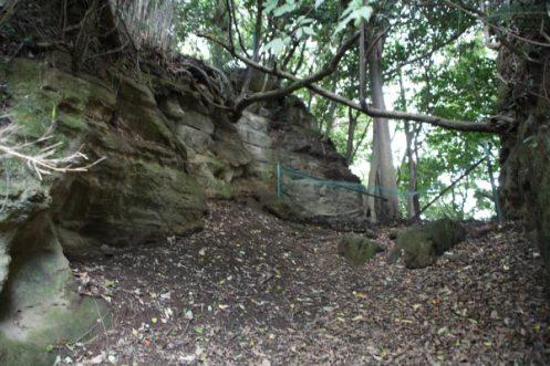 葛原岡・大仏ハイキングコース。切通しのような風情もあります。