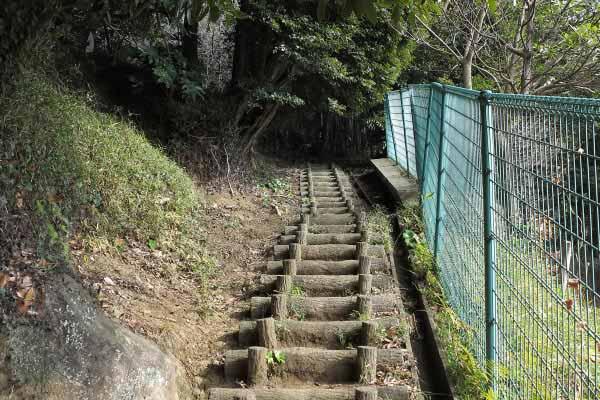 衣笠城址。もうしばらく登ります。大善寺からの登りは短い距離です。