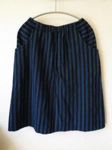 会津木綿のラウンドポケットスカート3(ヤンマ産業)/13,500円(税別)。両サイドの大きなポケットがポイントです。