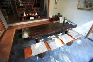 安国論寺。お茶がのめる休憩所。お抹茶は450円、こぶ茶は300円。