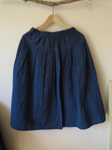 会津木綿のタックスカート(ヤンマ産業)/15,000円(税別)。保温性も吸汗性も兼ね備えている為、一年を通して着用できます。
