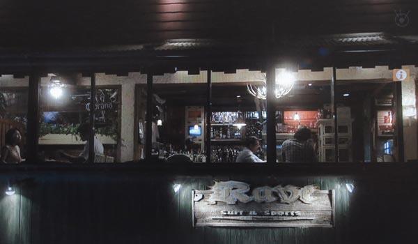<7>中井と坂口が飲みにいく店、由比ヶ浜海浜公園となり、国道134号沿いのシードレスバー。