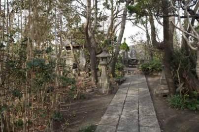 由比ヶ浜・御嶽神社境内。