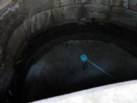高祖井戸はいまでも渾々と水が湧いています。