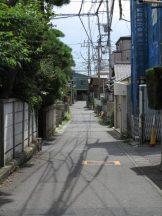 江ノ電「長谷駅」から大仏に向かう裏道。混みあう休日でもゆったり歩きたいものです。