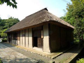 龍寳寺境内にある旧石井家住宅。江戸初期の民家が移築保存されています。素晴らしい史跡です。