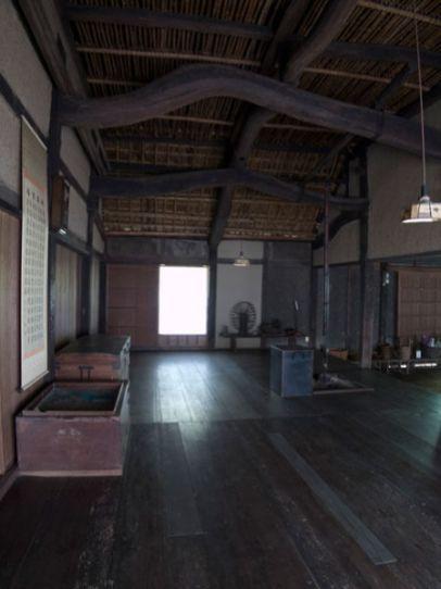 旧石井家住宅の「ひろま」。