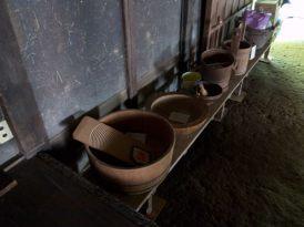 旧石井家住宅内に展示された洗濯板など。