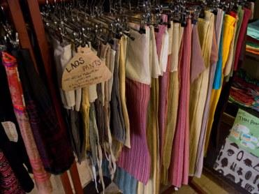SOUK SOUK SOUKのLAOS PNATS。自然な風合いの織が魅力。ショート(1,600円)、ミドル(1,800円)、ロング(2,000円)。