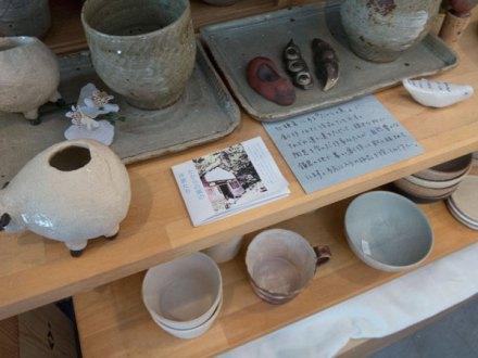 ComoriB*ComoreB+みんなのslow cafeには北鎌倉「たからの窯」の作品もあります。
