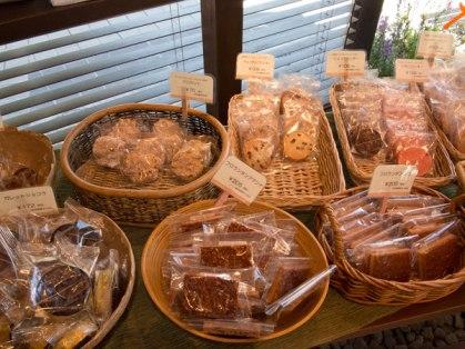 鎌倉小川軒の店内。焼き菓子は1個(70円〜)から買えます。