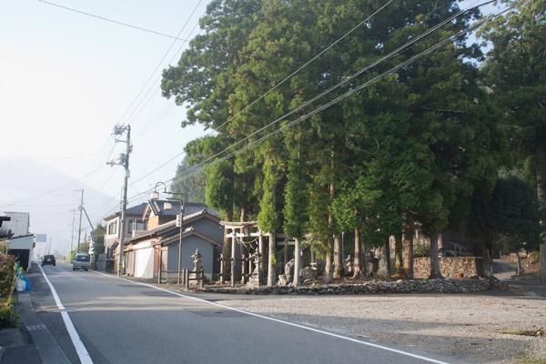 斗賀野駅前を過ぎたところ。