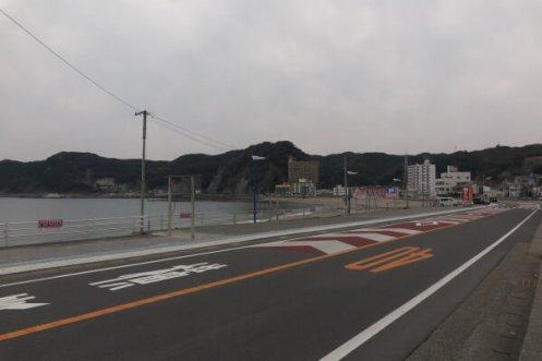 小湊の海岸線。地元湘南の海も良いですが、ある程度の年齢となると、この浮かれていない雰囲気が落ち着きます。