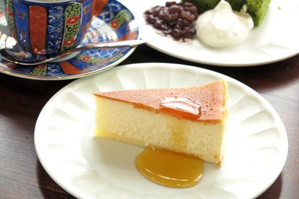 「和喫茶 金魚の栖」のチーズケーキ(450円)。