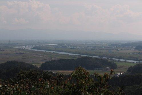 国上寺、展望公園。晴れていれば、三条、長岡の市街、八海山、巻磯山、谷川連邦などを見渡すことができます。