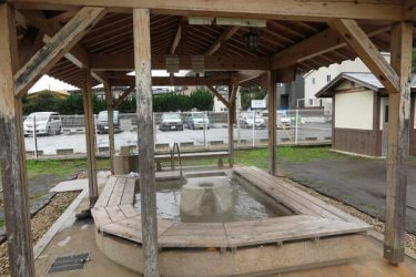 伊豆長岡温泉(古奈地区)にある、頼朝の足湯。