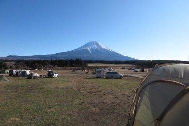 「富士の巻狩り」が行われたあたりにある有名キャンプ場「ふもとっぱら」。富士の巻狩りを空想するには良い場所です。