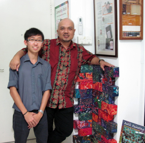 Photo of NTU student from School of Art, Media and design with Singapore artist kamal Dollah