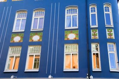 NORUEGA. FIORDOS. ÅLESUND. Edificio modernista.