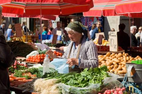 CROACIA. ZAGREB. Mercado en la Plaza Dolac.