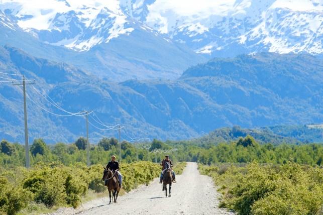 Gauchos en la carretera Austral.