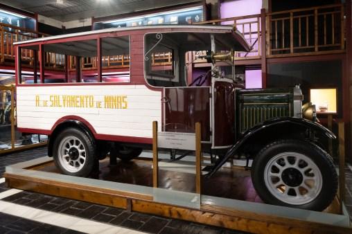 Antiguo vehículo de la brigada de rescate.