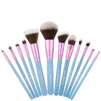 Essential and Basic Makeup Brushes You Need