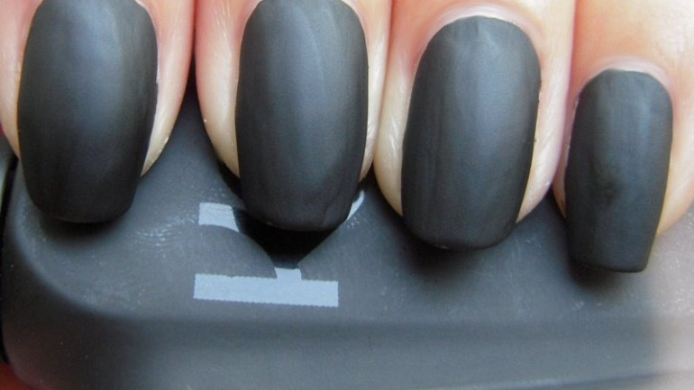 Tip Of The Day #35: Glossy To Matte Nails