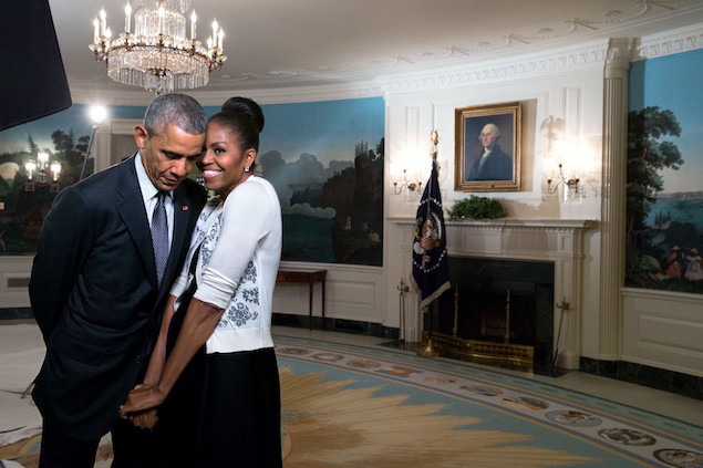 See The Sizzling Look President Obama Gives Michelle Obama At His Farewell Speech Yesterday That Got Her A Standing Ovation- When A Man Loves A Woman!