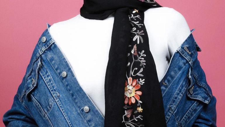 Hijab & Turban Styles: Every Hijabite Should Rock This Floral Scarf From Elora Collection!