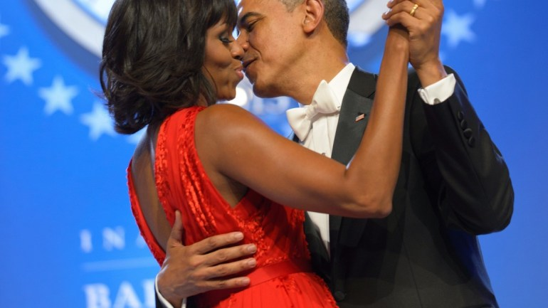 25 Romantic Pictures As Barack & Michelle Obama Celebrate 25 Year Anniversary