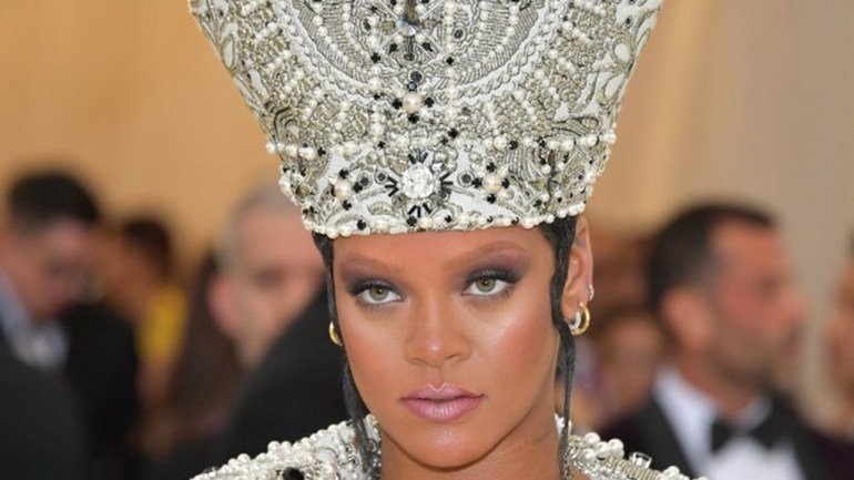 "Photos: Rihanna Dared To Be The ""Pope"" Of The Met Gala 2018!"
