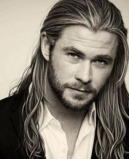 5 Pictures of Chris Hemsworth