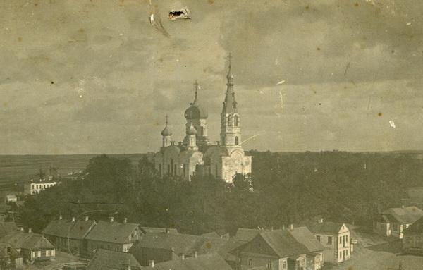 Вид на храм с зубцов башни. Фотография межвоенного периода