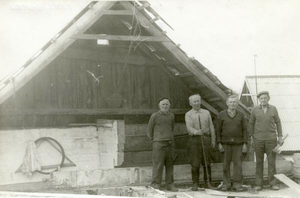 Второй слева о.Алексий Потока