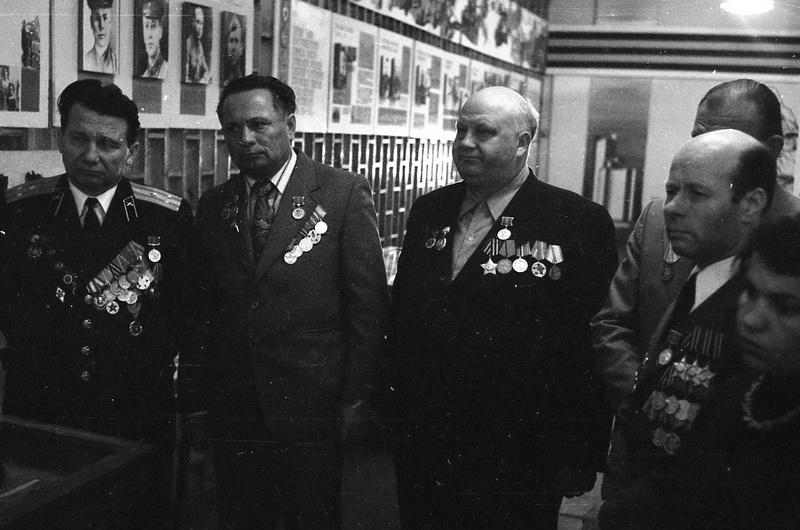 Ветэраны, якія ўдзельнічалі ў баях за вызваленне раёна, на экскурсіі ў школьным музеі