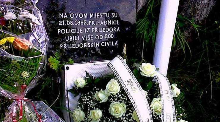 Spomen ploča za ubijene na Korićanskim stijenama